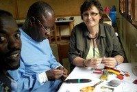 Wir haben je ein funktionierendes Hörgeräteakustik-Center in den Städten Kampala und Bukoba aufgebaut.
